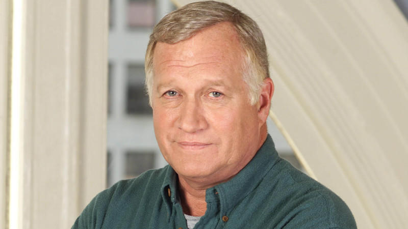 Ken Howard alias Max Cavanaugh