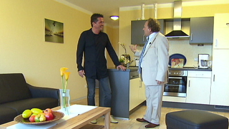 makler toto russello singt bella cucina. Black Bedroom Furniture Sets. Home Design Ideas