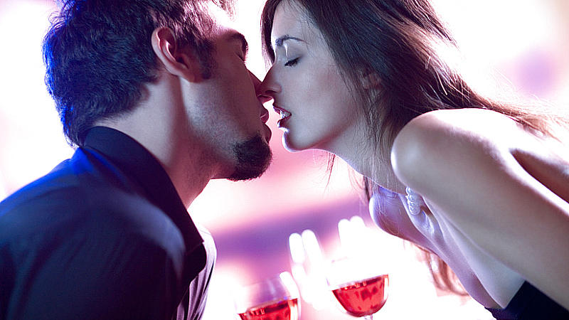 Krebs Mann Flirten — Liebeshoroskop Krebs: Einfühlsam, zärtlich, verständnisvoll