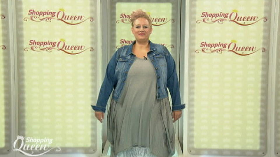 Shopping Queen-Kandidatin Anja auf dem Catwalk