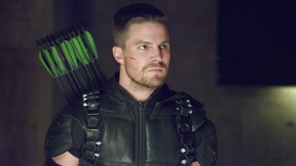 Arrow: Stephen Amell spielt Oliver Queen - den gnadenlosen Rächer Arrow
