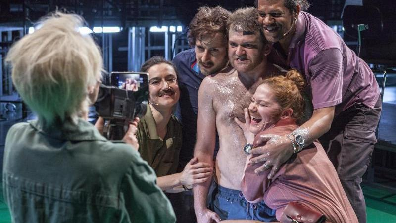 Oper «Sweat of the Sun»
