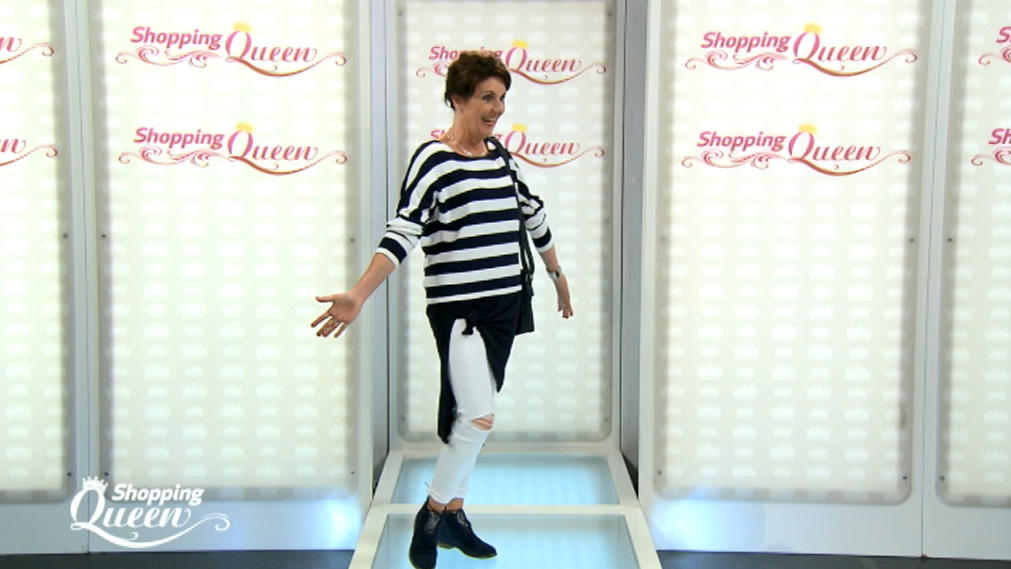 """Shopping Queen""-Kandidatin Antje auf dem Catwalk"