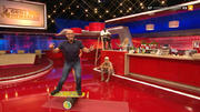 Jochen Schweizer beweist sein Können auf dem Balance-Board