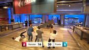Steffen Henssler stürzt unsanft auf den Boden