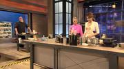 Annett Möller bewegt sich wie ein Profi durch die Küche