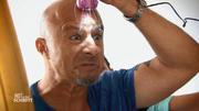 Detlef testet einen Haar-Entferner