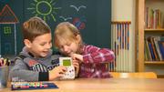 Kinder testen Game Boy