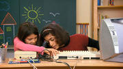 Kinder testen Heimcomputer C46